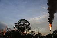 MAUA, SP, 23.10.2013 - CHAMINÉ PETROQUIMICA - Chama saí por chaminé da petroquimica Braskem na cidade de Maua no ABC Paulista nesta quarta-feira, 23. A fumaca da chama de grandes proporcoes era vista desde o centro da cidade de Sao Paulo, conforme informou o Corpo de Bombeiros, houveram diversas chamadas sobre o possível incendio. (Foto: William Volcov / Brazil Photo Press).