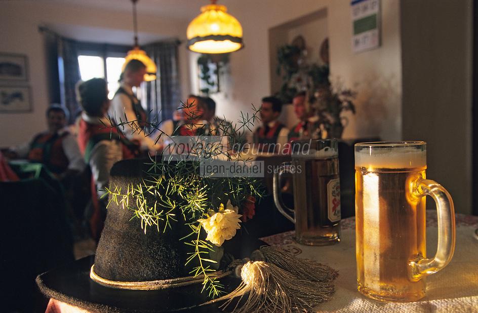 "Europe/Autriche/Tyrol/Flaurling: Gasthof ""Zum Golden Adler"" - Chope de bière à l'auberge"