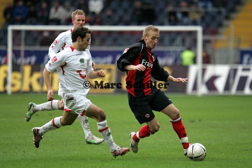 Michael Thurk (Eintracht Frankfurt) setzt sich durch