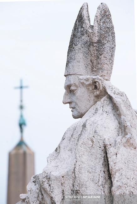 Saint Peter's Square at the Vatican particularly statue 25/2/2010...