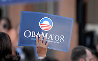 Supporters of US Senator Barack Obama (D-IL) hold signs during campaign rallyin Philadelphia, Pennsylvania April 18, 2008. REUTERS/Bradley Bower(UNITED STATES) US PRESIDENTIAL ELECTION CAMPAIGN 2008 (USA)