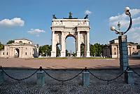 Milano, Arco della Pace in piazza Sempione --- Milan, Peace Arch in Sempione square