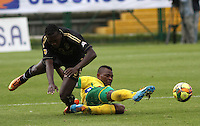 BOGOTA -COLOMBIA, 2 -AGOSTO-2014. Juan Nuñez ( I) de Fortaleza F.C. disputa el balón con Jarol Martinez ( D ) del Atletico Huila  durante partido de la  tercera fecha  de La Liga Postobón 2014-2. Estadio Metroplitano de Techo . / Juan Nuñez (L) of Fortaleza F.C.  fights for the ball with Jarol Martinez of Atletico Huila   during match of the 3th date of Postobon  League 2014-2. Metroplitano de Techo Stadium. Photo: VizzorImage / Felipe Caicedo / Staff