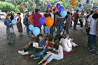 Flashmob literario Ler Move o Mundo, no vão livre do Masp. Sao Paulo. 2015. Foto de Marcia Minillo.