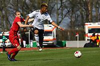 Sidney Friebe (Deutschland, Hertha BSC Berlin) wird gehalten - 25.03.2017: U19 Deutschland vs. Serbien, Sportpark Kelsterbach