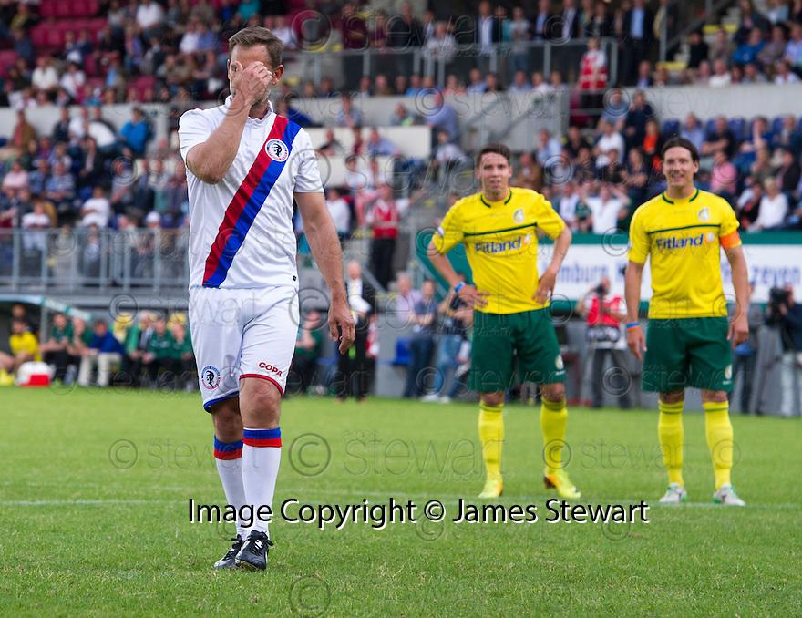 Fernando Ricksen Testimonial :  Ronald De Boer misses a penalty.