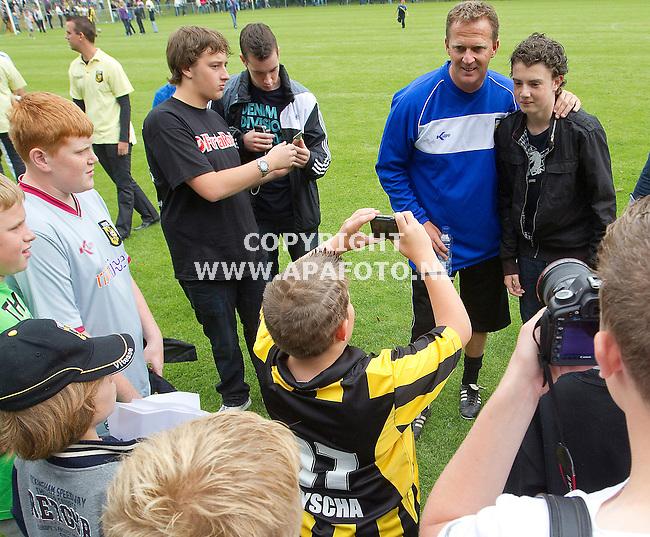 Arnhem 030711 Eeerste training Vitesse<br /> Nieuwe trainer John van de Brom,op de foto met,,<br /> Foto Frans Ypma APA-foto