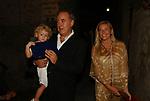 MICHELE SANTORO CON MOGLIE E FIGLIO<br /> PREMIO LETTERARIO CAPALBIO 2003