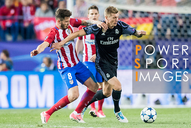 Toni Kroos (r) of Real Madrid battles for the ball with Saul Niguez Esclapez of Atletico de Madrid during their 2016-17 UEFA Champions League Semifinals 2nd leg match between Atletico de Madrid and Real Madrid at the Estadio Vicente Calderon on 10 May 2017 in Madrid, Spain. Photo by Diego Gonzalez Souto / Power Sport Images