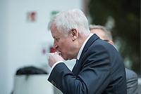Vorstellung des BSI-Lageberichts durch den Bundesminister des Innern, fuer Bau und Heimat Horst Seehofer, CSU (im Bild) und Arne Schoenbohm, Praesident des Bundesamtes fuer Sicherheit in der Informationstechnik (BSI) am Donnerstag den 11. Oktober 2018 in Berlin.<br /> 11.10.2018, Berlin<br /> Copyright: Christian-Ditsch.de<br /> [Inhaltsveraendernde Manipulation des Fotos nur nach ausdruecklicher Genehmigung des Fotografen. Vereinbarungen ueber Abtretung von Persoenlichkeitsrechten/Model Release der abgebildeten Person/Personen liegen nicht vor. NO MODEL RELEASE! Nur fuer Redaktionelle Zwecke. Don't publish without copyright Christian-Ditsch.de, Veroeffentlichung nur mit Fotografennennung, sowie gegen Honorar, MwSt. und Beleg. Konto: I N G - D i B a, IBAN DE58500105175400192269, BIC INGDDEFFXXX, Kontakt: post@christian-ditsch.de<br /> Bei der Bearbeitung der Dateiinformationen darf die Urheberkennzeichnung in den EXIF- und  IPTC-Daten nicht entfernt werden, diese sind in digitalen Medien nach §95c UrhG rechtlich geschuetzt. Der Urhebervermerk wird gemaess §13 UrhG verlangt.]