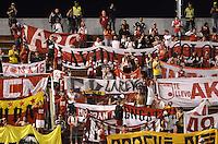 ENVIGADO -COLOMBIA-01-05-2015. Hichas de Independiente Santa Fe corean a su equipo durante el partido con Envigado FC por la fecha 18 de la Liga Águila I 2015 realizado en el Polideportivo Sur de la ciudad de Envigado./ Fans of Independiente Santa Fe cheer their team during the match against Envigado FC match for the 18th date of the Aguila League I 2015 at Polideportivo Sur in Envigado city.  Photo: VizzorImage/León Monsalve/STR