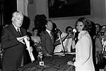 SOFIA LOREN RICEVE IL PREMIO CAMPIDOGLIO DA VITTORIO DE SICA<br /> ROMA 1973
