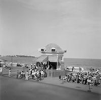 Portraits de famille quebecoise en voyage eau Etats-Unis  vers 1950 (date exacte inconnue)<br /> <br /> Floride ou Maine ?