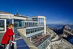 Schweiz, Kanton Appenzell Innerrhoden, Appenzellerland: Aussichtsterrasse und Restaurant auf dem Saentis | Switzerland, Canton Appenzell Innerrhoden, Appenzellerland: viewing platform and restaurant on summit Saentis