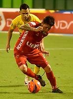 BARRANCABERMEJA- COLOMBIA - 10 - 05 - 2017: Cesar Arias (Izq.) jugador de Alianza Petrolera, disputa el balón con Uvaldo Luna (Der.) jugador de Patriotas F.C., durante partido Alianza Petrolera y Patriotas F.C., de la fecha 17 por la Liga Aguila I 2017 en el estadio Daniel Villa Zapata en la ciudad de Barrancabermeja. / Cesar Arias (L) player of Alianza Petrolera, figths the ball with Uvaldo Luna (R) player of Patriotas F.C., during a match between Alianza Petrolera and Patriotas F.C., for date 17th the Liga Aguila I 2017 at the Daniel Villa Zapata stadium in Barrancabermeja city. Photo: VizzorImage  / Jose D Martinez / Cont.