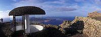 Europe/Espagne/Canaries/Lanzarote : Vue sur l'île de depuis le mirador del Rio par l'architecte César Manrique