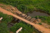 """Rodovia TransamazÙnica a cerca de 100km de Marab· em direÁ""""o a Altamira.Marab· Par· Brasil03/03/2004Foto Paulo Santos/Interfoto"""