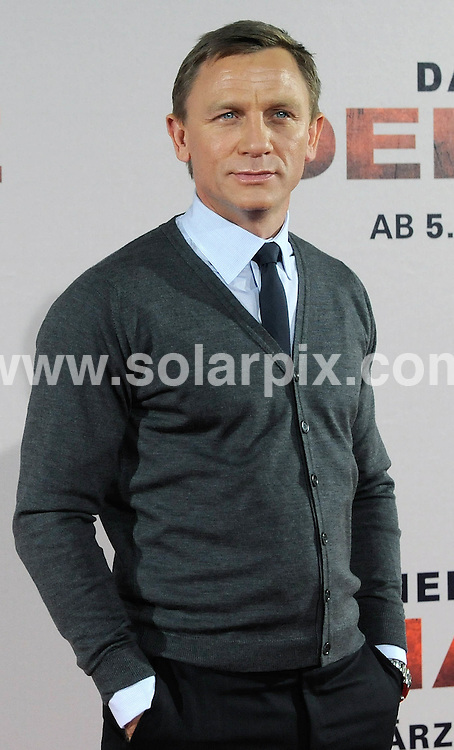 **ALL ROUND PICTURES FROM SOLARPIX.COM**.**SYNDICATION RIGHTS FOR UK AND SPAIN ONLY**.British actor Daniel Craig and director Edward Zwick posing at the 'Defiance' photocall in Munich Germany today....JOB REF: 8248         CPR/DDP        DATE:16.01.09.**MUST CREDIT SOLARPIX.COM OR DOUBLE FEE WILL BE CHARGED* *UNDER NO CIRCUMSTANCES IS THIS IMAGE TO BE REPRODUCED FOR ANY ONLINE EDITION WITHOUT PRIOR PERMISSION*