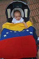 MEDELLIN - COLOMBIA, 02-02-2019:  Cientos de Venezolanos y Colombianos participan hoy, 2 de febrero de 2019, en un plantón en apoyo al jefe del Parlamento y autoproclamado presidente encargado de Venezuela, Juan Guaidó. / Hundreds of Venezuelans and Colombians participate today, February 2, 2019, in a sit-in in support of the head of Parliament and self-proclaimed president in charge of Venezuela, Juan Guaidó. Photo: VizzorImage/ León Monsalve / Cont