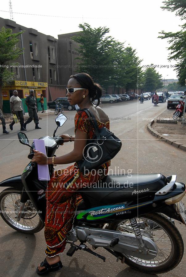 Burkina Faso, Ouagadougou, woman with scooter / Frau mit Motorroller
