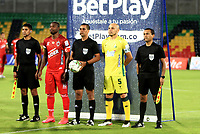 BUCARAMANGA - COLOMBIA, 05–04-2021: Edwin Trujillo, arbitro con los capitanes Andres Correa de Atletico Bucaramanga y Jose Leudo de Patriotas Boyaca F.C. durante partido entre Atletico Bucaramanga y Patriotas Boyaca F.C. de la fecha 17 por la Liga BetPlay DIMAYOR I 2021, jugado en el estadio Alfonso Lopez de la ciudad de Bucaramanga. / Edwin Trujillo, referee with the captains Andres Correa of Atletico Bucaramanga and Jose Leudo of Patriotas Boyaca F.C. during a match between Atletico Bucaramanga and Patriotas Boyaca F.C. of the 17th date for the BetPlay DIMAYOR I 2021 League at the Alfonso Lopez stadium in Bucaramanga city. / Photo: VizzorImage / Jaime Moreno / Cont.