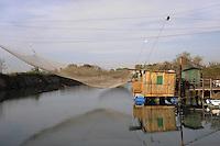 - delta del fiume Po, impianto fisso per la pesca a Porto Corsini (Ravenna)....- Po River delta, fixed installation for fishing at Porto Corsini (Ravenna)