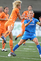 Daphne Koster and Kristine Lilly go for a header