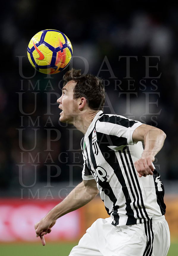 Calcio, Serie A: Juventus - Crotone, Torino, Allianz Stadium, 26 novembre, 2017.<br /> Juventus' Stephan Lichtsteiner in action during the Italian Serie A football match between Juventus and Crotone at Torino's Allianz stadium, November 26, 2017.<br /> UPDATE IMAGES PRESS/Isabella Bonotto