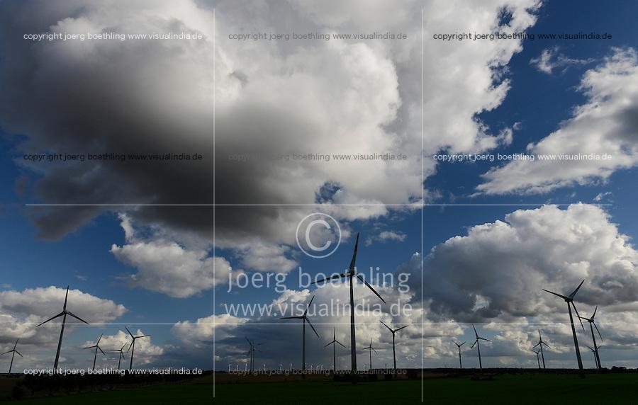 GERMANY, Kladrum, windfarm and thunderstorm clouds / DEUTSCHLAND Kladrum, Windpark und Gewitterwolken