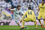 Luka Modric (L) of Real Madrid competes for the ball with Manuel Trigueros Munoz of Villarreal CF during the La Liga 2017-18 match between Real Madrid and Villarreal CF at Santiago Bernabeu Stadium on January 13 2018 in Madrid, Spain. Photo by Diego Gonzalez / Power Sport Images
