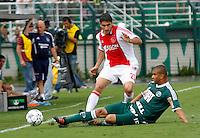 SÃO PAULO,SP, 14 JANEIRO 2011 - AMISTOSO PALMEIRAS X AJAX (HOL)<br /> Osbiliz (e) jogador do Ajax durante  partida entre as equipes do Palmeiras X Ajax (hol) realizada no  Estádio Paulo Machado de Carvalho (Pacaembu) na zona oeste de São Paulo, neste Sabado (14). (FOTO: ALE VIANNA - NEWS FREE).