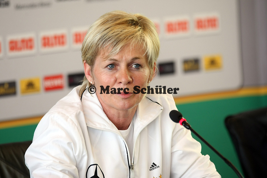 Bundestrainerin Silvia Neid (D)<br /> PK zum Laenderspiel Deutschland vs. Brasilien *** Local Caption *** Foto ist honorarpflichtig! zzgl. gesetzl. MwSt. Auf Anfrage in hoeherer Qualitaet/Aufloesung. Belegexemplar an: Marc Schueler, Am Ziegelfalltor 4, 64625 Bensheim, Tel. +49 (0) 151 11 65 49 88, www.gameday-mediaservices.de. Email: marc.schueler@gameday-mediaservices.de, Bankverbindung: Volksbank Bergstrasse, Kto.: 151297, BLZ: 50960101