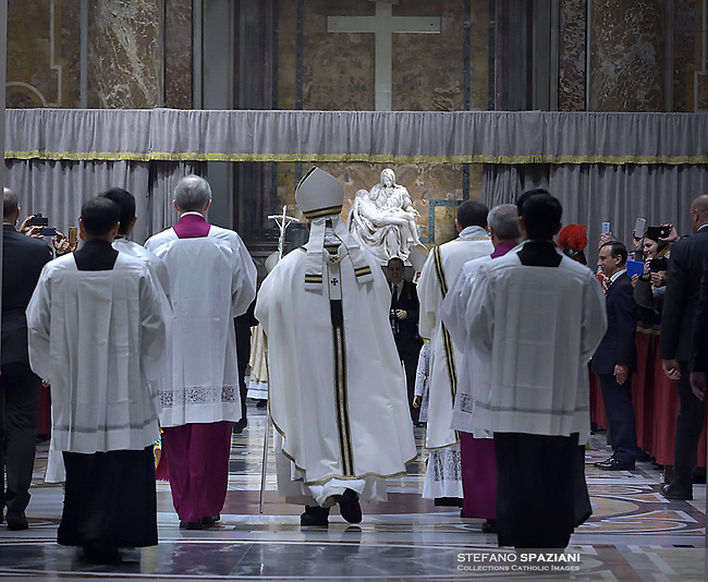 Pope Francis The Pietà of Michelangelo, during a mass on Christmas eve marking the birth of Jesus Christ on December 24, 2018 at St Peter's basilica in the Vatican.