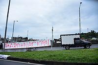 CALARCA - COLOMBIA, 30-04-2021: Un pequeño camión cruza frente a una pancarta alusiva al Paro a la salida de Calarcá en la vía que conduce al alto de La Línea durante el tercer día de Paro Nacional en Colombia hoy, 30 abril de 2021, y que comenzó el pasado 28 de abril de 2021 para protestar por la reforma tributaria que adelanta el gobierno de Ivan Duque además de la precaria situación social y económica que vive Colombia. El paro fue convocado por sindicatos, organizaciones sociales, estudiantes y la oposición. / A small truck cross in front of the poster allusive to the national strike at the exit of Calarcá on the road that leads to the top of La Línea during the third day of the National Strike in Colombia today, April 30, 2021, and which began on April 28, 2021 to protest the tax reform that the government of Ivan Duque is also advancing of the precarious social and economic situation that Colombia is experiencing. The strike was called by unions, social organizations, students and the opposition in Colombia. Photo: VizzorImage / Santiago Castro / Cont
