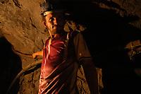 """Garimpo Ouro Verde.<br /> Garimpeiro Fernando Albuquerque da Silva, 28 anos a seis no garimpo,  trabalha a profundidades que chega a 300 mts a procura de ouro.<br /> O garimpo que fica cerca de 80 km de Altamira È um dos muitos da regi""""o a usar merc˙rio para extraÁ""""o do metal.<br /> Senador JosÈ PorfÌrio, Par·, Brasil.<br /> Foto Paulo Santos/Interfoto<br /> 17/08/2005"""