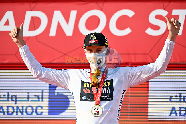 David Dekker (NED) Jumbo-Visma wears the first young riders White Jersey at the end of Stage 1 of the 2021 UAE Tour the ADNOC Stage running 176km from Al Dhafra Castle to Al Mirfa, Abu Dhabi, UAE. 21st February 2021.  <br /> Picture: LaPresse/Fabio Ferrari | Cyclefile<br /> <br /> All photos usage must carry mandatory copyright credit (© Cyclefile | LaPresse/Fabio Ferrari)