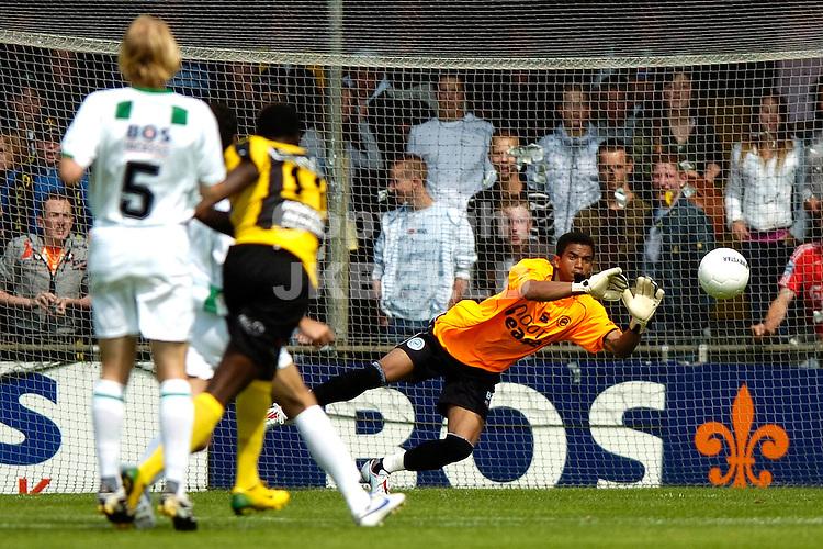 veendam - groningen voorbereiding seizoen 2007-2008 28-07-2007 doelman luciano redt