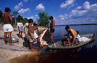 Expedição para criação da Ti no alto e médio rio Negro entre os municípios de São Gabriel e Santa Izabel.Amazonas, BrasilFoto Paulo Santos1997