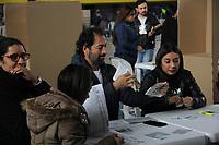 PASTO - COLOMBIA, 17-06-2018: Colombianos ejercen su derecho al voto durante la segunda vuelta de las elecciones presidenciales de Colombia 2018 hoy domingo 17 de junio de 2018. El candidato ganador gobernará por un periodo máximo de 4 años fijado entre el 7 de agosto de 2018 y el 7 de agosto de 2022. / Colombians exercise their right to vote during Colombia's second round of 2018 presidential election today Sunday, June 17, 2018. The winning candidate will govern for a maximum period of 4 years fixed between August 7, 2018 and August 7, 2022. Photo: VizzorImage / Oscar Martinez / Cont