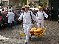 Kaasmarkt -Käsemarkt in Alkmaar, Provinz Nordholland, Niederlande<br /> Kaasmarkt-Cheese market  in Alkmaar, Province North Holland, Netherlands
