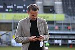 Sebastian Schuppan (Sportvorstand Wuerzburger Kickers) am Handy  beim Spiel in der 2. Bundesliga, SV Sandhausen - Wuerzburger Kickers.<br /> <br /> Foto © PIX-Sportfotos *** Foto ist honorarpflichtig! *** Auf Anfrage in hoeherer Qualitaet/Aufloesung. Belegexemplar erbeten. Veroeffentlichung ausschliesslich fuer journalistisch-publizistische Zwecke. For editorial use only. For editorial use only. DFL regulations prohibit any use of photographs as image sequences and/or quasi-video.