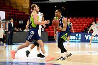 10-04-2021: Basketbal: Donar Groningen v ZZ Leiden: Groningen, Leiden speler Marijn Ververs met Leiden speler Giddy Potts