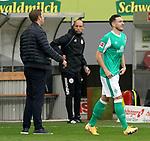 17.10.2020, Schwarzwald Stadion, Freiburg, GER, 1.FBL, SC Freiburg vs SV Werder Bremen<br /><br />im Bild / picture shows<br />Trainer Florian Kohfeldt (Bremen), Kevin Möhwald (Bremen)<br /><br />Foto © nordphoto / Bratic<br /><br />DFL REGULATIONS PROHIBIT ANY USE OF PHOTOGRAPHS AS IMAGE SEQUENCES AND/OR QUASI-VIDEO.