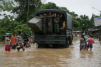A enchente no estado do Acre, tem centenas de famílias desabrigadas,  com o rio Acre registrando a cota de  15,72m (situação de transbordamento), a maior registrada em 2014,  homens do exército ajudam na retirada das famílias atingidas. As famílias estão sendo alojadas no Parque de Exposições. O acúmulo de dejetos na ponte metálica em função das águas causa graves problemas em seus pilares e corre o risco de desabar.<br /> RIO BRANCO, Acre, Brasil.<br /> Foto Odair Leal <br /> 09/03/2014