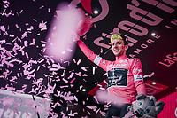 Maglia Rosa / overall leader Simon Yates (GBR/Mitchelton-Scott) celebrating on the podium after the stage<br /> <br /> stage 13 Ferrara - Nervesa della Battaglia (180km)<br /> 101th Giro d'Italia 2018