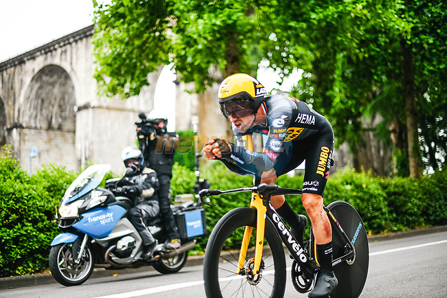 Primoz Roglic (SLO) Jumbo-Visma in action during Stage 5 of the 2021 Tour de France, an individual time trial running 27.2km from Change to Laval, France. 30th June 2021.  <br /> Picture: A.S.O./Charly Lopez | Cyclefile<br /> <br /> All photos usage must carry mandatory copyright credit (© Cyclefile | A.S.O./Charly Lopez)
