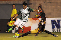 ENVIGADO -COLOMBIA-21-09-2013. Juan Pablo Angel (I) de Nacional disputa el balón con John Valencia (D) del Tolima durante partido de la fecha 10 de la Liga Postobón II 2013 jugado en el estadio Polideportivo Sur de Envigado./ Nacional Player Juan Pablo Angel (L) fights for the ball with Tolima player John Valencia (R) during match of the 10th date of Postobon  League II 2013 played at Polideportivo Sur stadium in Envigado city. Photo: VizzorImage/Luis Ríos/STR