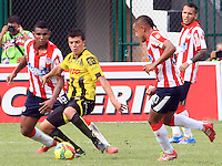 BUCARAMANGA -COLOMBIA-27-02-2014. Accion de juego entre los equipos  Alianza Petrolera  contra el Atletico Junior  partido por la octava  fecha de la Liga Postob—n 2014-1 realizado en el estadio Alvaro Gomez Hurtado./  Action game between Alianza Petrolera against Atletico Junior team match for the eighth round of the League held in 2014-1 Postob—n Alvaro Gomez Hurtado Stadium.  Photo:VizzorImage / Duncan Bustamante / Stringer