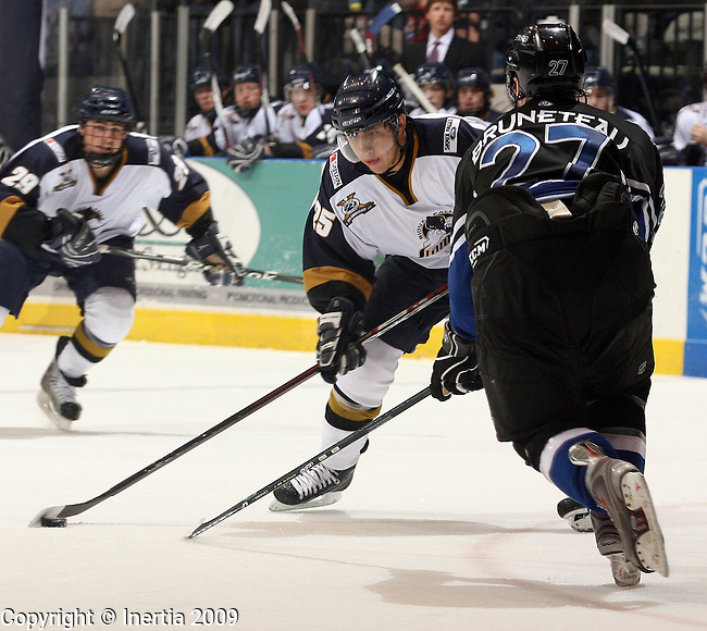 SIOUX FALLS, SD - APRIL 3:  David Eddy #25 of the Sioux Falls Stampede looks to get a shot past Matt Bruneteau #27 of the Lincoln Stars in the second period of the Stampede regular season finale Friday night at the Sioux Falls Arena. (Photo by Dave Eggen/Inertia)