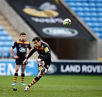 Photo: Richard Lane/Richard Lane Photography. Wasps v Cardiff Blues. LV= Cup. 01/02/2015. Wasps' Alex Lozowski kicks.